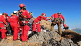 Deniz seviyesi yükselince mağarada mahsur kalan 2 kişi ortak operasyonla kurtarıldı