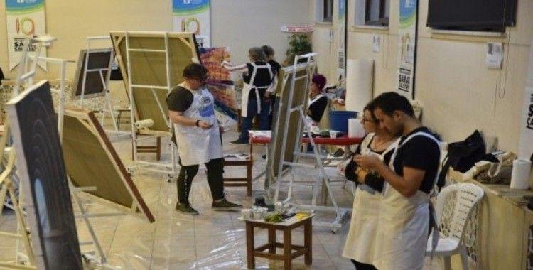Sanat çalıştayında eserler şekilleniyor
