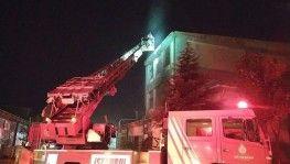 Esenyurt'ta bir fabrika alev alev yandı
