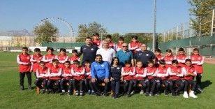 Antalyaspor U12 futbol takımı Litvanya'ya uçtu