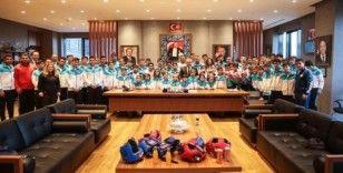 Kütahya Belediyespor Kulübü sporcularına malzeme desteği