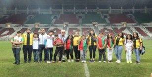 Görme engelli gençler ilk kez futbol maçına gitti