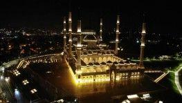 Vatandaşlar Mehmetçik için Çamlıca Camii'ne koştu