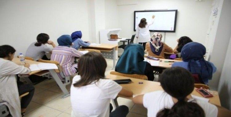 Haliliye'de gençler sınava hazırlık kurslarında çalışıyor