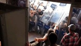 Diyarbakır'da HDP'nin kapısına polis barikatı