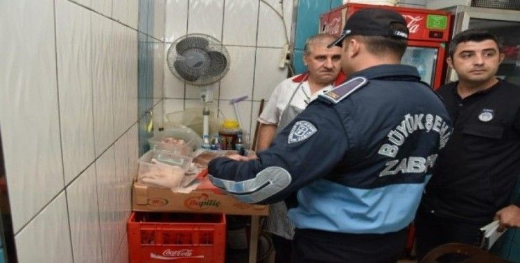 Balıkesir'de zabıta ekiplerinden gıda denetimi
