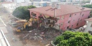 Serik'te eski adliye binası tarihe karıştı