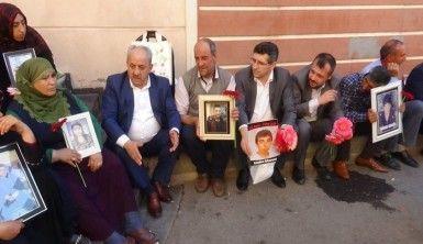 Bayındır Memur-Sen'den evlat nöbeti tutan ailelere destek ziyareti