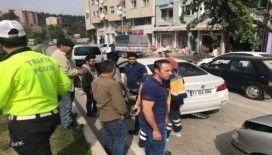 Yayaya yol vermek için duran araca otomobil arkadan çarptı:1 yaralı