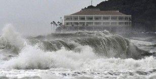 Japonya'da tayfunun bilançosu gün geçtikçe ağırlaşıyor