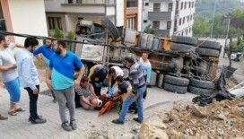 Hafriyat yüklü kamyon devrildi: 1 yaralı