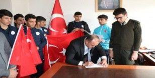 Ağrı'lı sporculardan Mehmetçiğe asker selamı