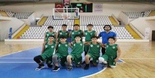 Manisa BBSK U-14 basketbol takımından farklı başlangıç