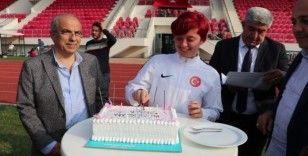Dünya ikincisi özel sporcu Fatma'ya sürpriz doğum günü