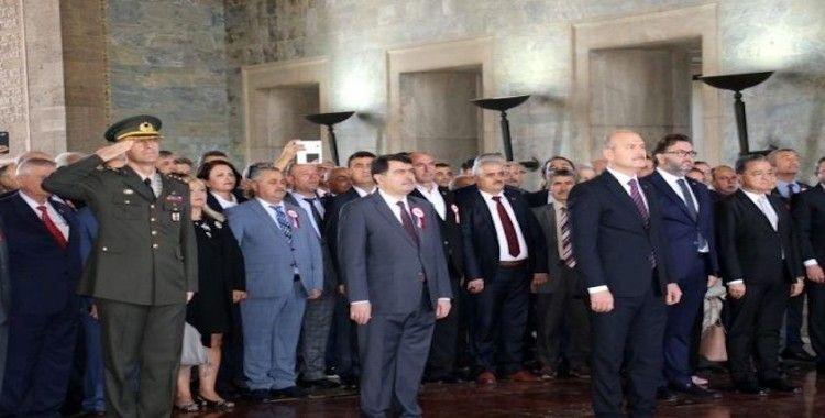 İçişleri Bakanı Soylu, muhtarlarla birlikte Anıtkabir'i ziyaret etti