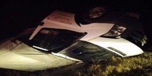 Araç refüje çarparak takla attı 2 kişi yaralandı