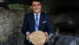 Dündar köy fırınında ekmek pişirdi