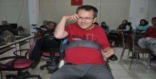 Engelli öğretmenden asker selamı