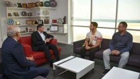 Dünya şampiyonundan Başkan Acar'a ziyaret
