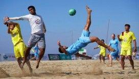 Alanya'da düzenlenen plaj futbolu şampiyonası nefes kesti
