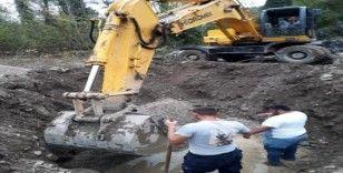 Su şebekesi bakımında 4 metrelik ağaç kökü çıktı