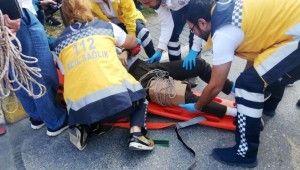 Kaza yapan gence olay yerinden geçen doktor müdahale etti