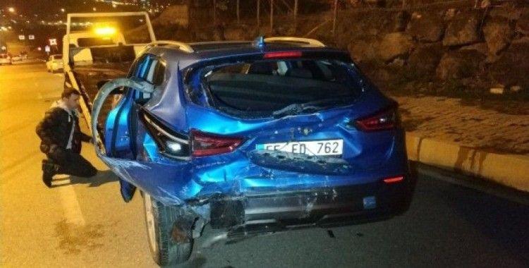 Samsun'da minibüs otomobile çarptı: 5 yaralı