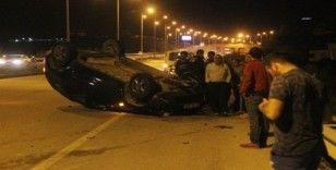 Kontrolden çıkan otomobil iki araca çarptı: 2 yaralı