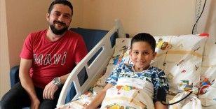 Küçük Ezel babasının dikkatiyle sağlığına kavuştu