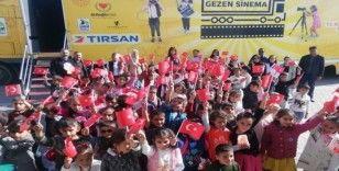 Köy okulu öğrencileri ilk kez sinemayla buluştu