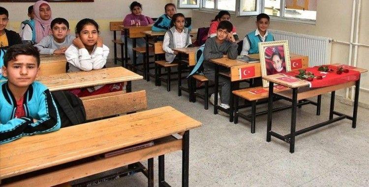 Şehit öğrenciler okullarında anıldı