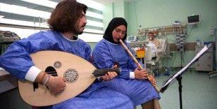 Konservatuvar öğrencilerinden yoğun bakım hastalarına 'müzikle terapi'