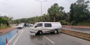 Takla atarak karşı şeride geçip seyir halindeki kamyonete çarptı: 1 yaralı