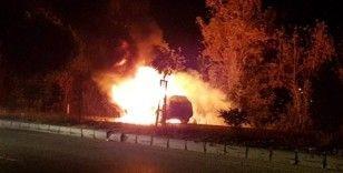 Seyir halindeki lüks araç alev alev yandı