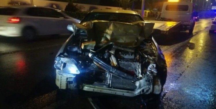 İzmir'de zincirleme trafik kazası... 6 aracın karıştığı kazada 9 kişi yaralandı