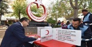 Başkan Öz ve belediye personelinden Kızılay Haftasında anlamlı bağış