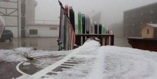 Kartalkaya'ya mevsimin ilk karı yağdı