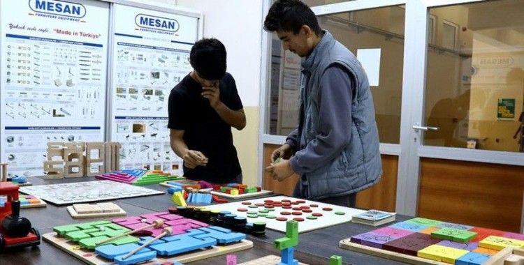 Bursa'nın tematik lisesinden 'ahşap zeka oyunu' ihracatı