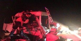 Hafriyat kamyonu ile akaryakıt tankeri çarpıştı: 1 yaralı