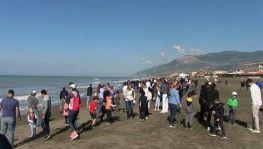 Türkiye'nin en uzun kumsalında öğrenciler çöp topladı
