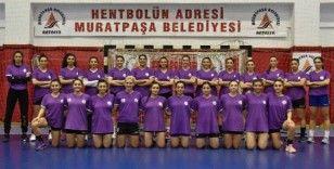 Muratpaşa Belediyespor kadın hentbol takımı farka gitti