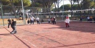 Ev kadınları ve çalışan kadınlar voleybol turnuvasında buluştu