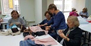 Kadınlardan şiş örgü kursuna yoğun ilgi