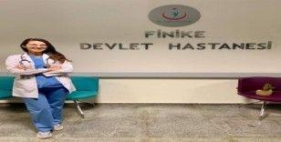 Finike Devlet Hastanesinde yeni acil servis hekimi göreve başladı