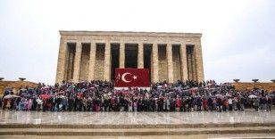 2 bin 500 Uğurlu öğrenciden Ata'ya ziyaret