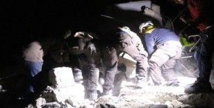 Rus uçakları İdlib'de bir evi vurdu: 3 çocuk öldü