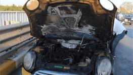 Otomobil 5'inci kilometrede yandı
