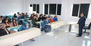 Milli Eğitim Müdürü Akkurt Üniversite de ders verdi
