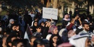 Kuveyt'te yüzlerce protestocu hükümetin istifasını istedi