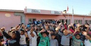 Sınırdaki öğrencilerin yüzü Okuluma Tiyatro Geldi Projesiyle güldü
